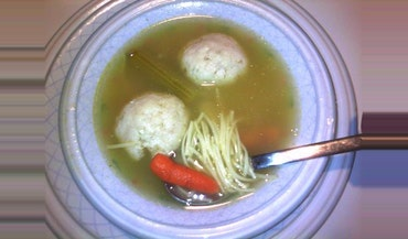 Bubby's Vegetarian Matzo Ball Soup
