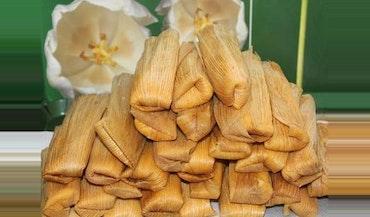 Tamales de pollo (Salsa Verde) green Chile …